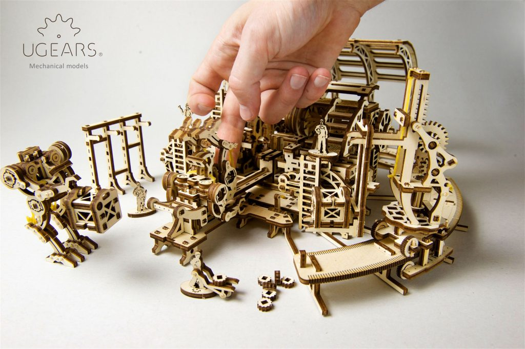 Build an entire town with UGEARS mechanical models 2