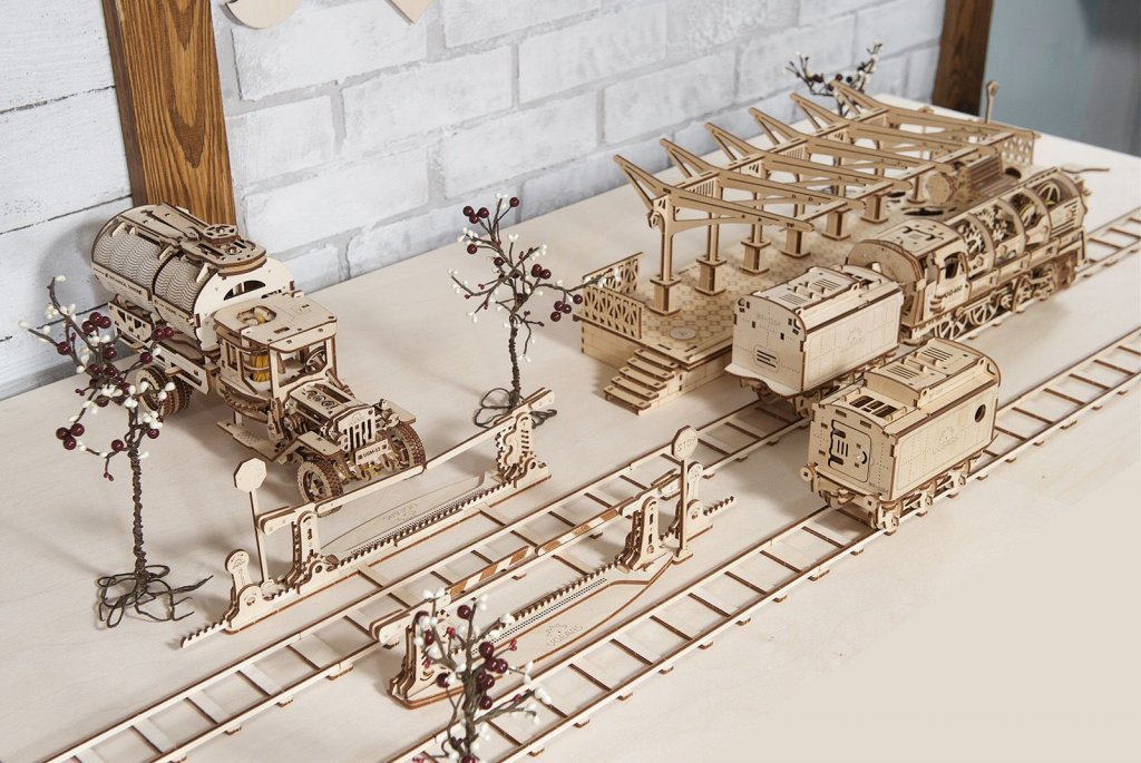 Build an entire town with UGEARS mechanical models 1
