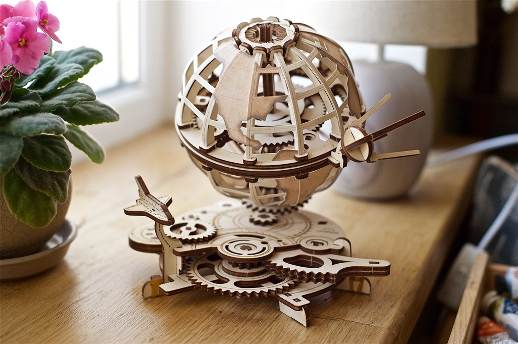 Ugears-Globus-Model-Kit