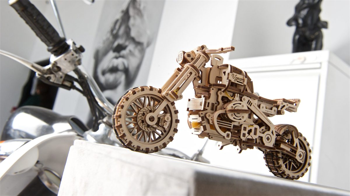 Evolution of Spirit: UGears SCRAMBLER UGR-10 WITH SIDECAR 1