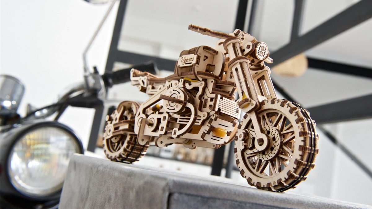 Ugears-Motorcycle-Scrambler-UGR-10-with-sidebar-kit