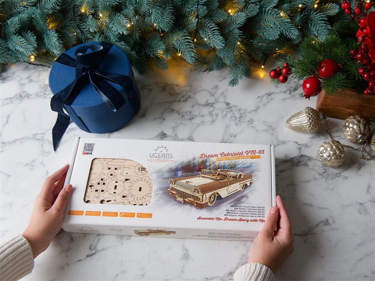 Christmas spirit: UGears Dream Cabriolet 1