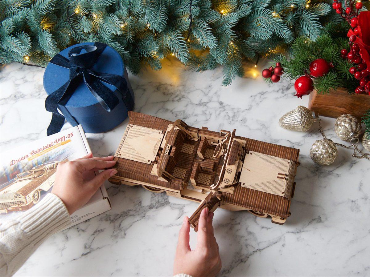 Christmas spirit: UGears Dream Cabriolet 3
