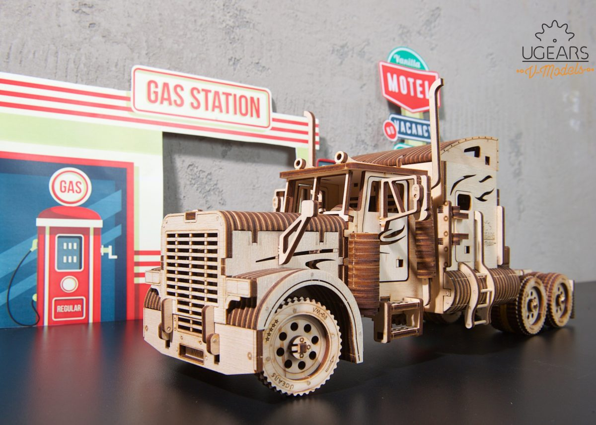 Heavy Boy Truck Christmas magic - UGears USA 1
