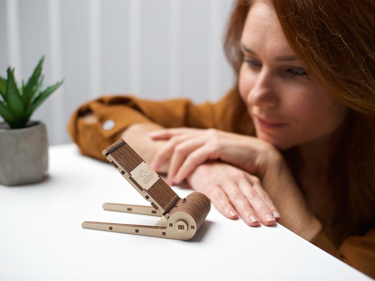 Meet the new member of the mini-series family — Foldable Phone Holder! 1