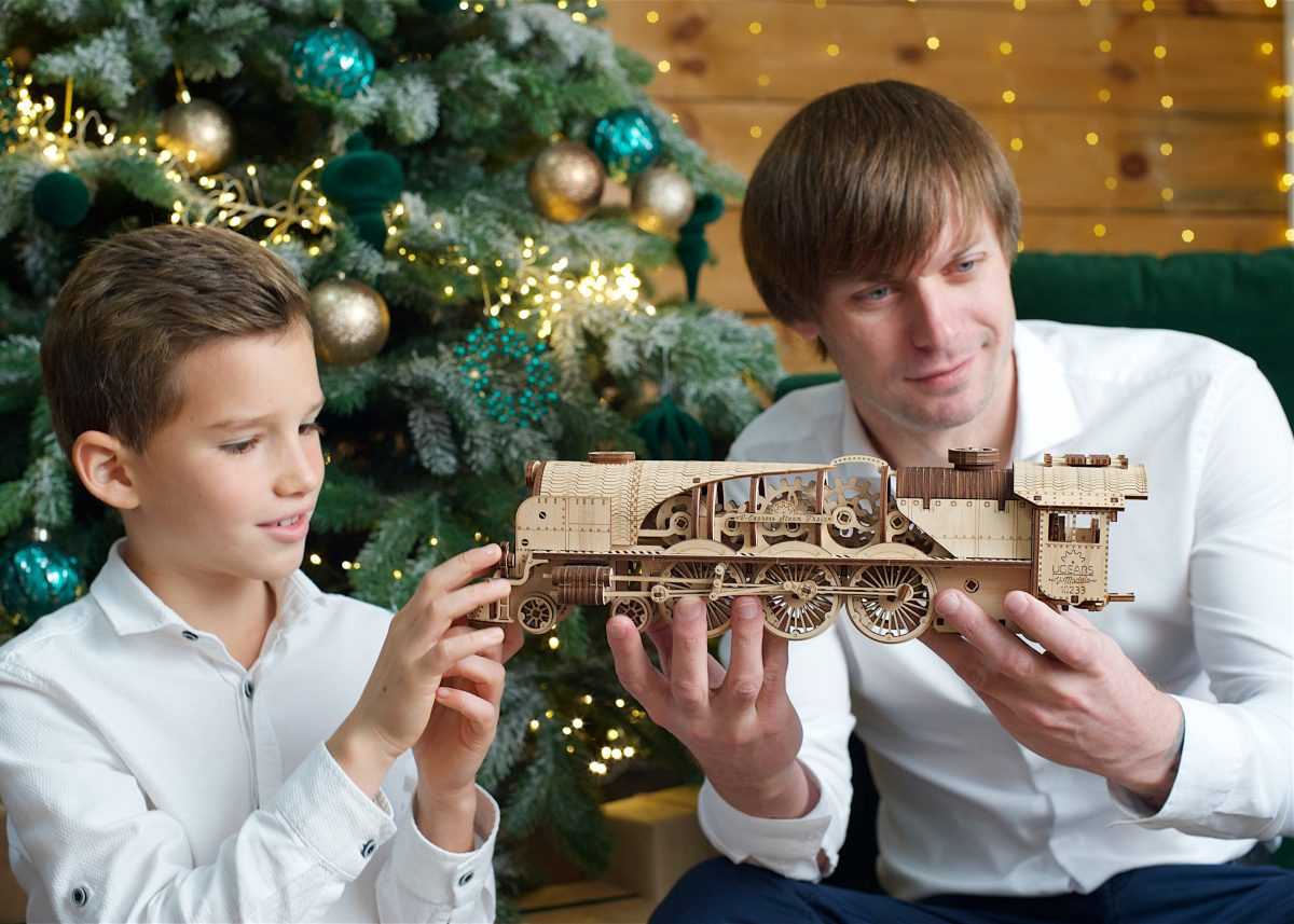Family comes first! 3D puzzles as a gift for the head of your family - UGears USA 2